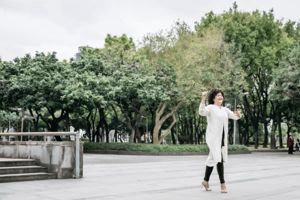 探戈與她的溫柔抵抗:專訪巴奈新作《愛,不到》