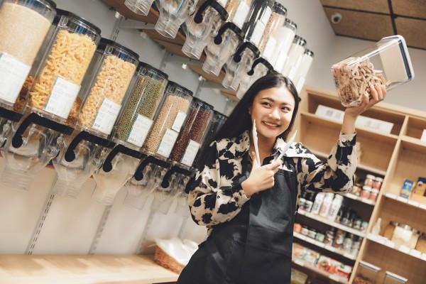 八年級女生的環保行動力 周孟宣創新北首家無包裝商店
