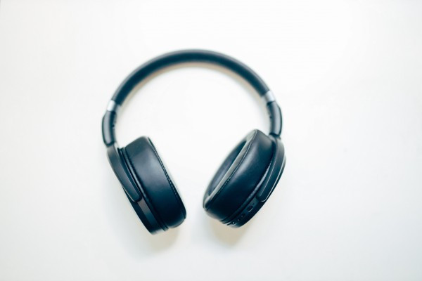 聲音的民主化:自由為形式、論述為核心的 podcast 浪潮