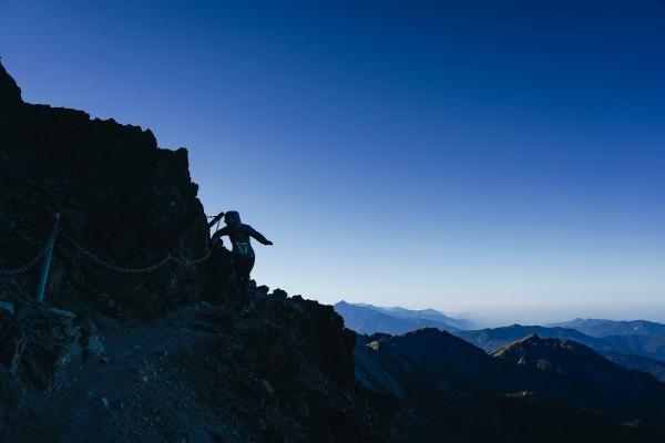 徒步行走山海圳國家綠道:從台江國家公園直奔玉山最高點