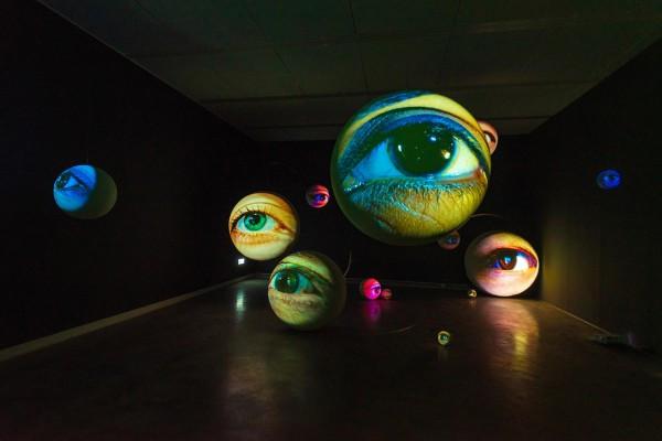 高美館特展「黑盒-幻魅於形」:以前衛錄像揭開美術館的新生序曲